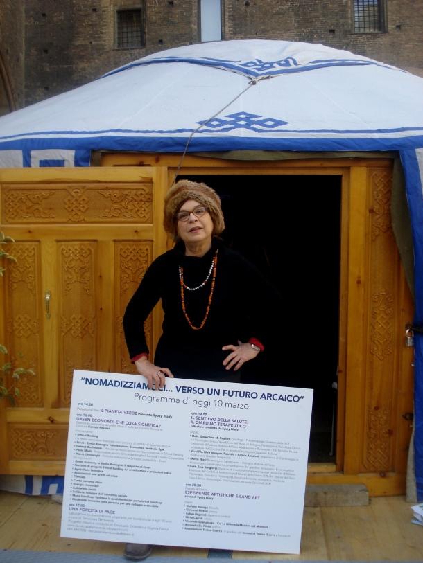 Mau con yurta piazza Maggiore