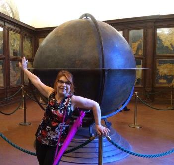 Syusy nella sala delle mappe - In viaggio con la zia a Firenze