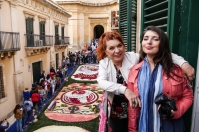 Syusy e Zoe all'Infiorata di Noto, in Sicilia